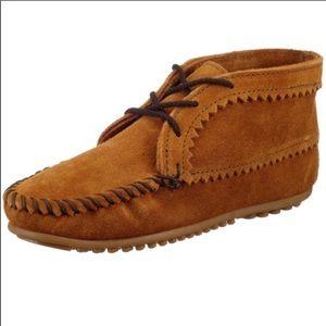 10- Minnetonka Women's suede ankle boot